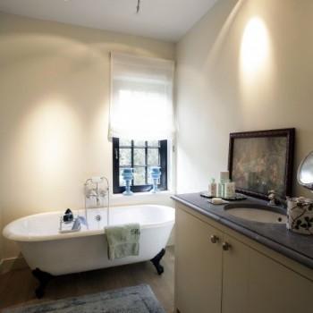 landelijke badkamers - landelijke stijl - bad op pootjes - bad op poten