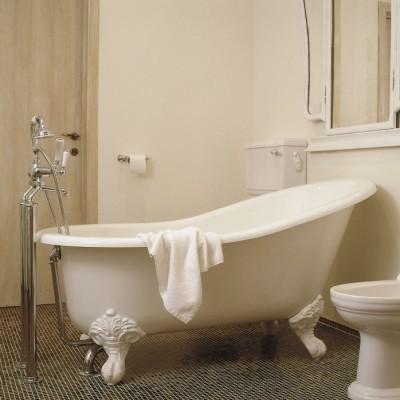 bad op pootjes - bad op poten - landelijke badkamer - landelijke stijl