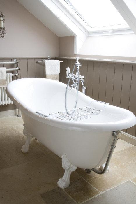 Comment choisir la baignoire parfaite pour votre salle de for Peut on peindre une baignoire
