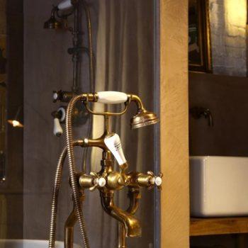 klassieke kranen - bronzen kraan - landelijke badkamer