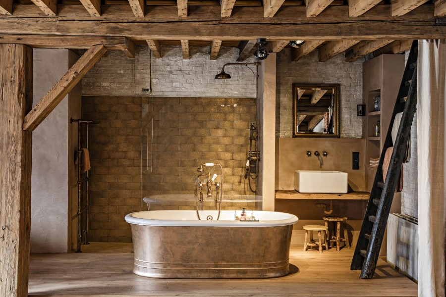 Landelijke Kranen Badkamer : Landelijke badkamer met bronzen accenten taps baths