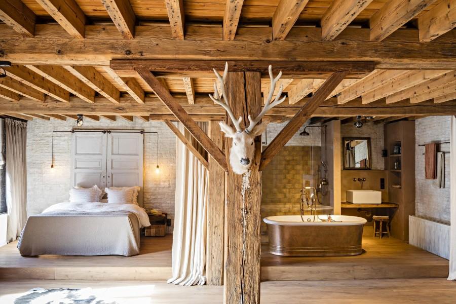 Badkamer Vrijstaand Bad : Landelijke badkamer leuke badkamermeubel en vrijstaand bad