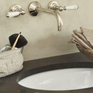 klassieke kranen - landelijk badkamermeubel