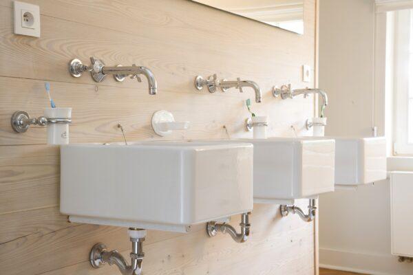 klassieke kranen - retro kranen - landelijke badkamer