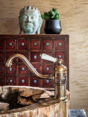 bronzen kraan